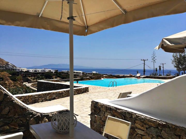 Rhenia Studio offering pool and sea view