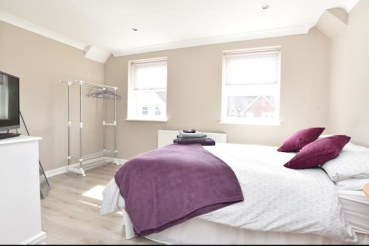 Large double EnSuite+Parking Peaceful Countryside
