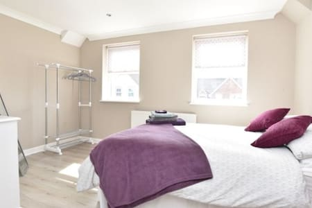 Large double with En Suite+Parking. Countryside