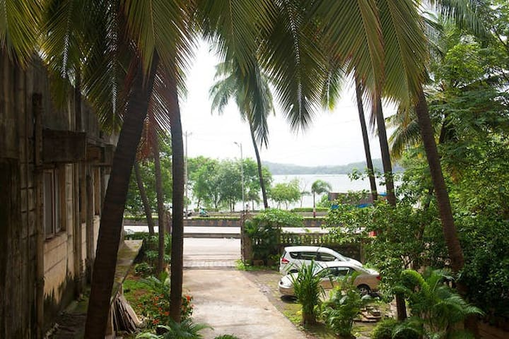 2 rooms in 3BHK off Hiranandani Powai