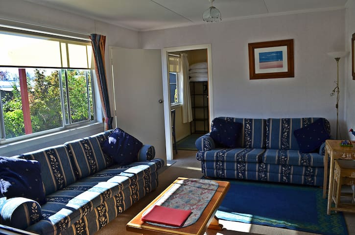 High Country Cottage, Twizel. Free Wifi!