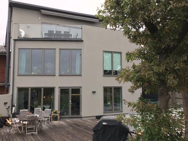 Iduna Hill - modern villa med perfekt läge