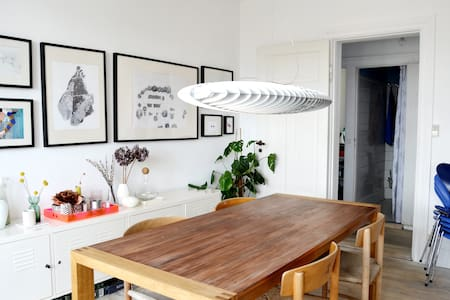 Light and spacious apartment close to all you need - København
