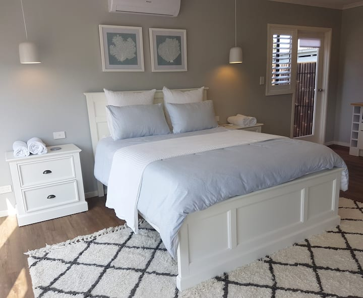 7 PALMS STUDIO–SEASIDE GETAWAY FOR 2 CAPE WOOLAMAI