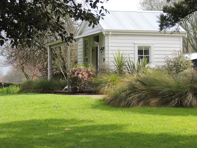 Quiet and Quaint Quinlan Cottage - Matamata - Kulübe
