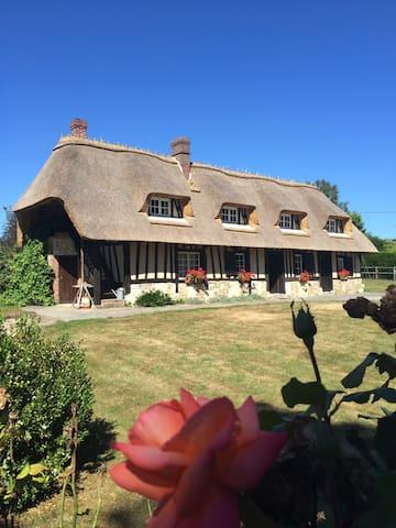 Grande chaumière normande - Écaquelon - Huis