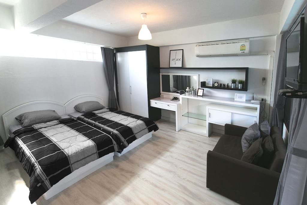 A private studio with 2 single beds