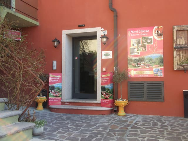 Hotel Oliveto - Navene - Bed & Breakfast