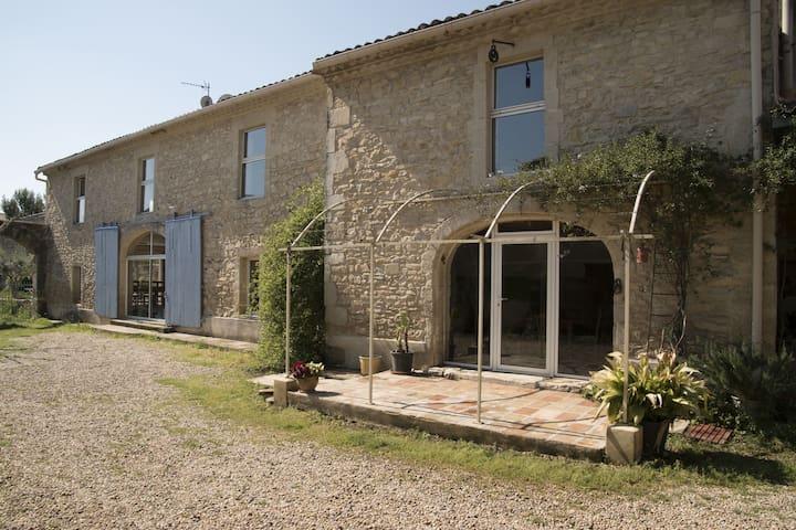 Charmante maison avec jardin au coeur du village - Uchaud - Haus