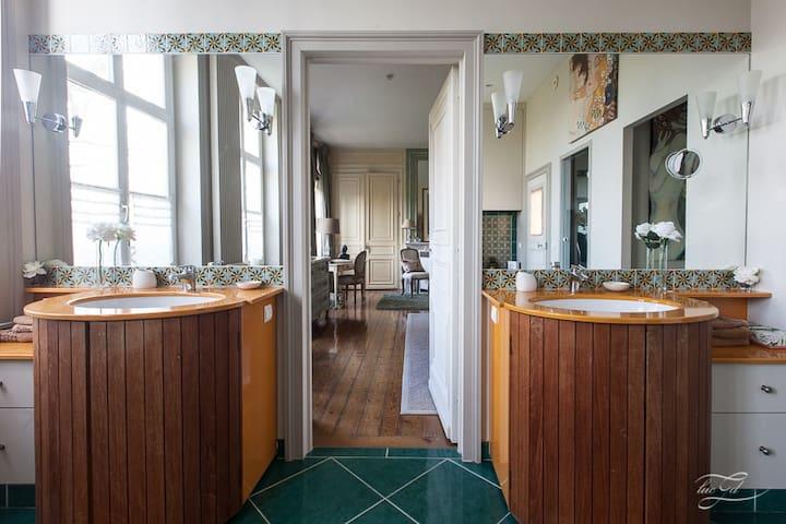 Salle de bain privative de la suite du Château