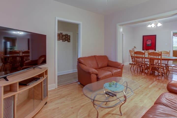 CLOSE TO OLD QUEBEC - AC & PARKING SPOT