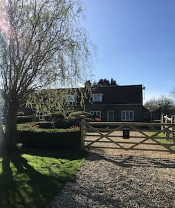 Cosy 2-bed cottage in Surrey Hills (Godalming)