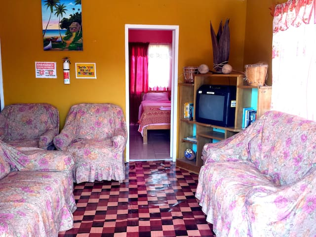 Belize Cultural Adventure Guesthouse - Rose Room - Camalote - Domek gościnny