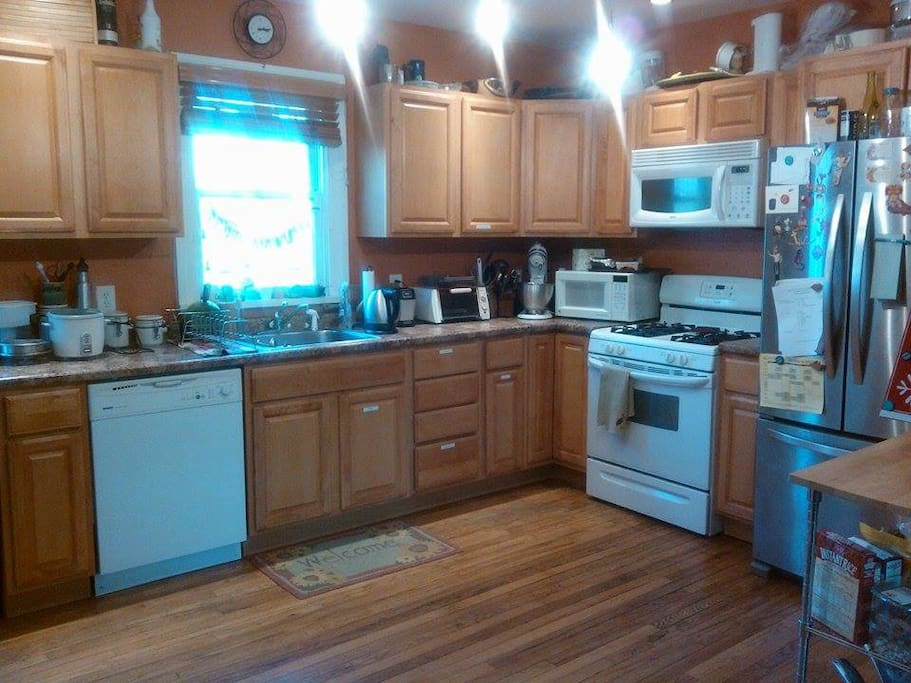 shared, very furnished kitchen