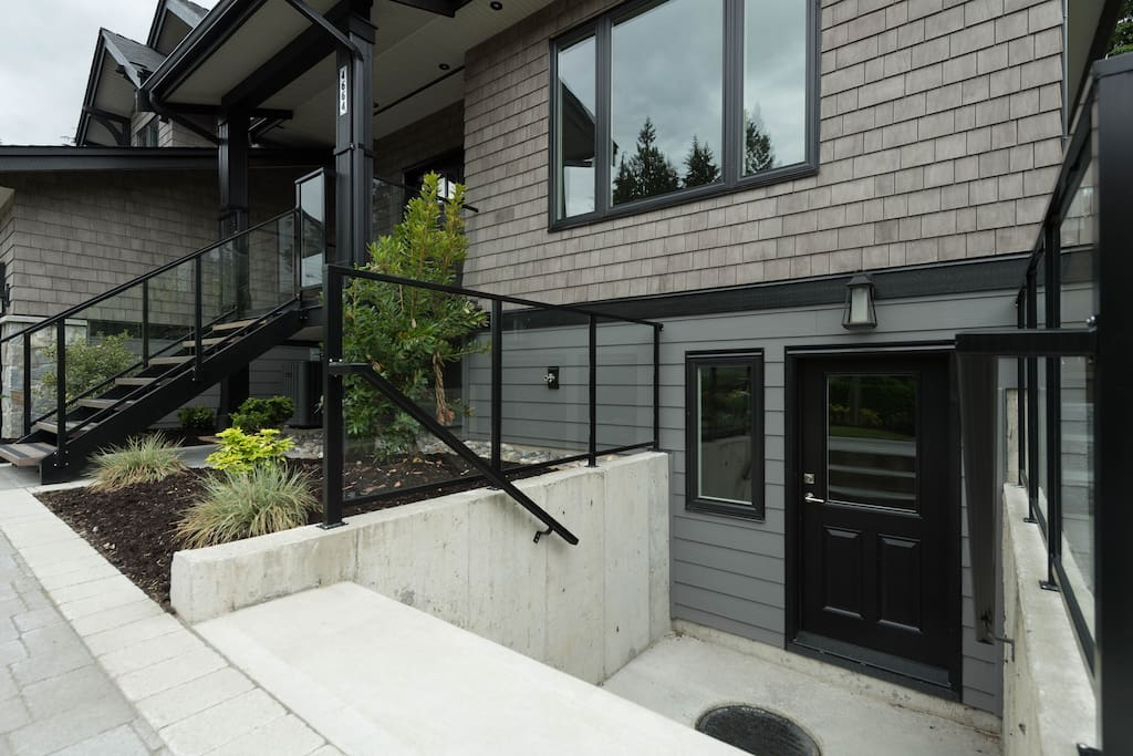 Canyon Heights Boutique Two Bedroom Suite Apartments For Rent In North Vancouver British