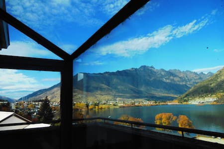Double room, lake & mountain views - Queenstown