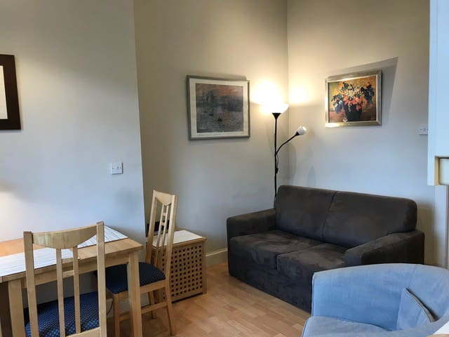 Quiet, comfy flat with great wifi