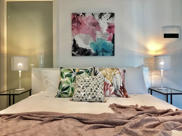 Melbourne Oasis King Bed+WiFi+Swimming Pool+Gym