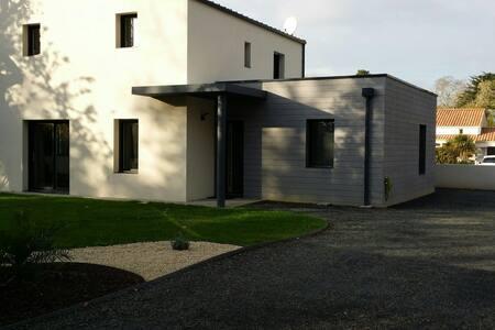 Grande maison de 120 m2 avec Spa - Saint-Hilaire-de-Riez - House