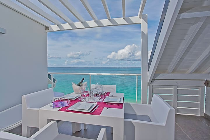 2 Bedroom Duplex up to 5 guests right on the beach