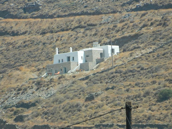 Hillside Villa with view to Kolona1