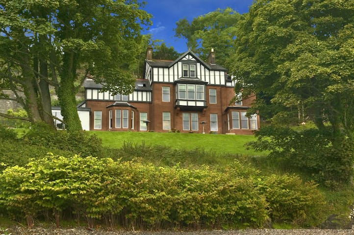 Stunning Scottish Waterside Manor House Sleeps 30