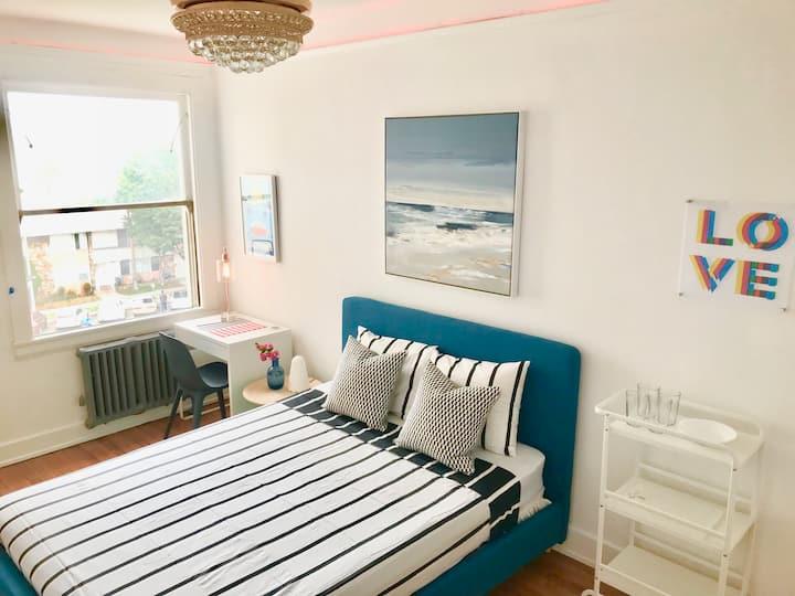 The LOVE Cozy Studio steps from Beach Roku/Netflix