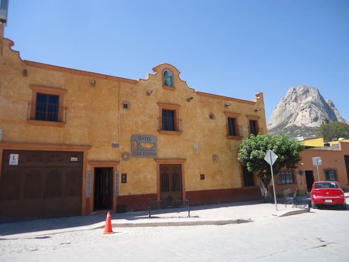 Hotel San Isidro en el Centro de Bernal