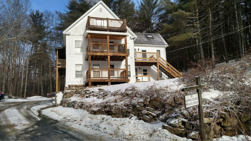 Quiet, private, central Sunapee apartment