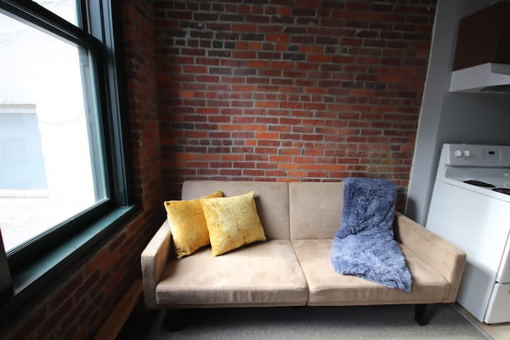 Cute + Comfortable Loft in beautiful Gastown