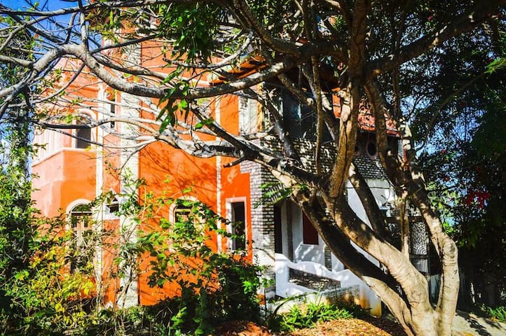 Anacardium Vihara: Guesthouse amid cashew trees