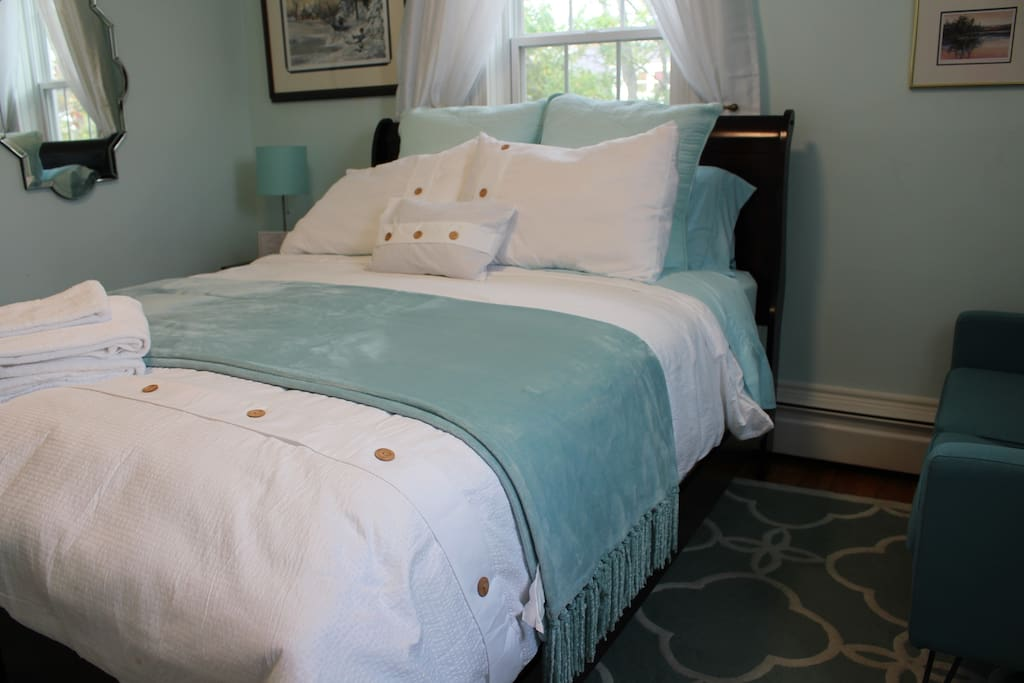 Cozy and inviting Queen size comfy bed with 1200 count cotton sheets and duvet.