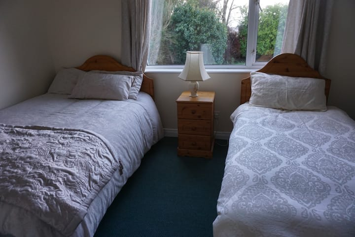 Stradbrook BnB (twin room downstairs)