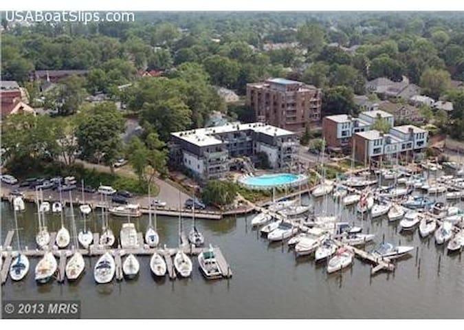 Waterfront Upscale Annapolis Condo