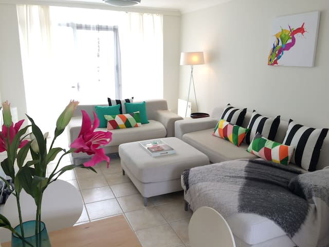2 BRM Luxe Beachside Apartment - West Beach - Apartment