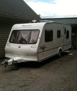 Modern 4 Berth Touring Caravan - Aylesbeare - Andre