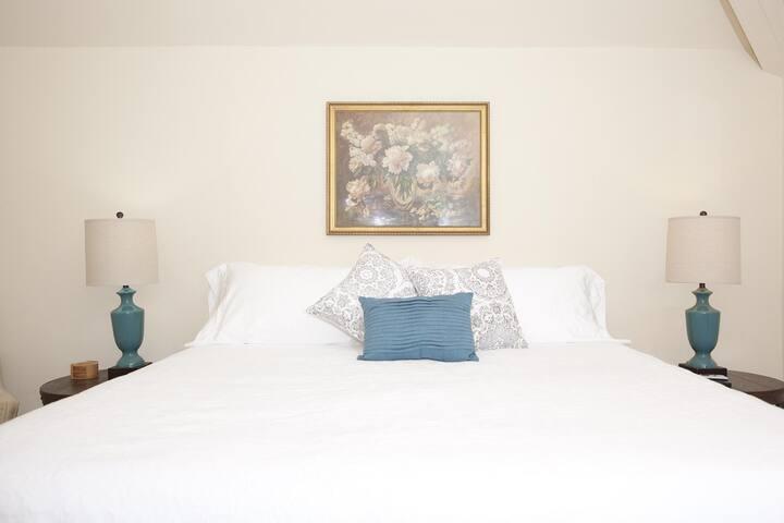 The Natchez Pearl - Monica's Room