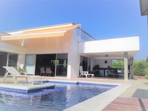 Incredible Cerritos Country House at 20 min Pereira