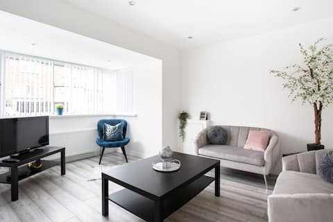 Refurbished Belfast Home 3, 10 mins from centre!