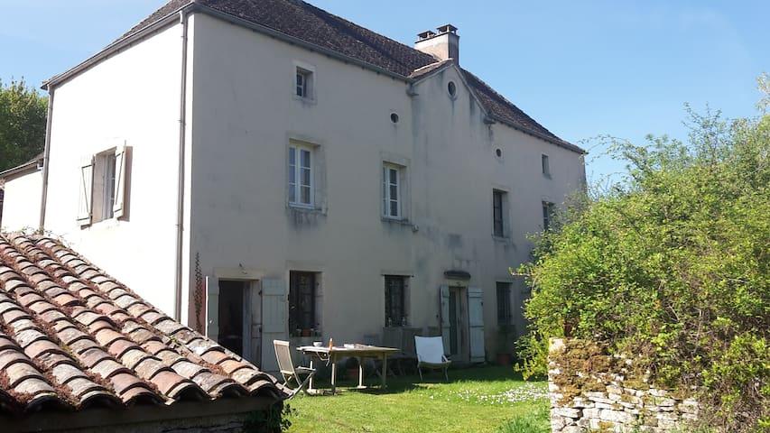 Presbytère du 17ème - Cluny 10 km - Chissey-lès-Mâcon - Huis