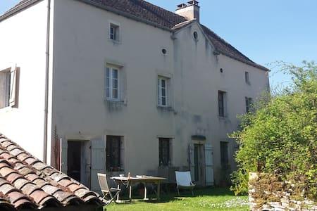 Presbytère du 17ème - Cluny 10 km - Chissey-lès-Mâcon