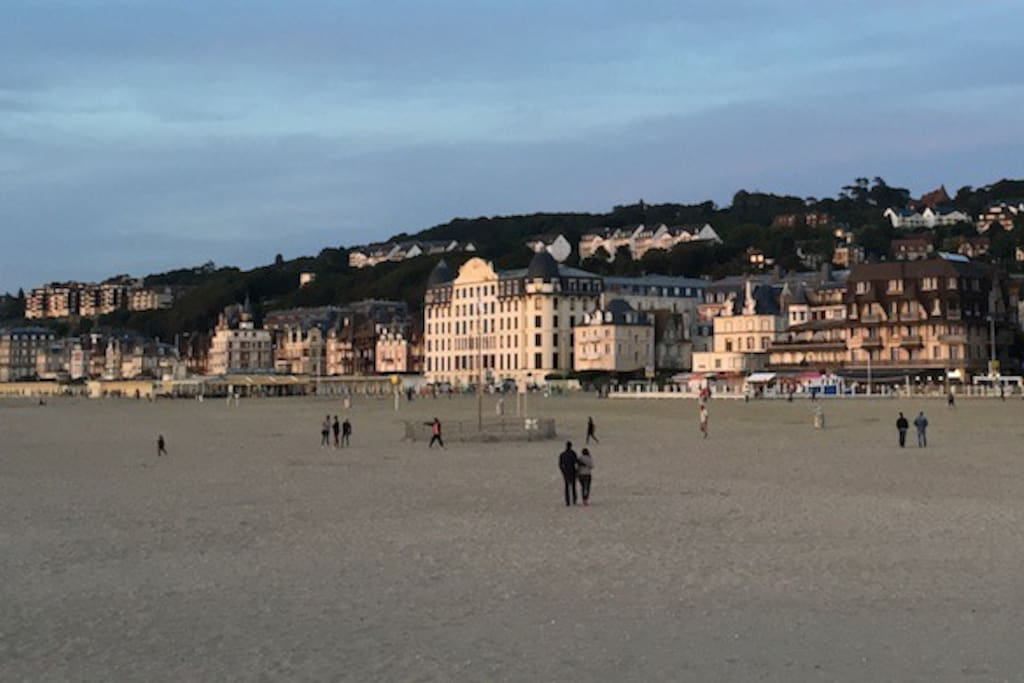 la plage de Trouville et le Trouville Palace