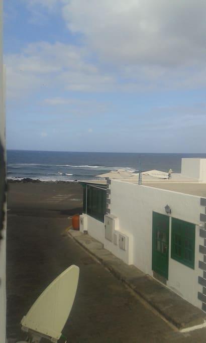 Vistas al mar desde la ventana.