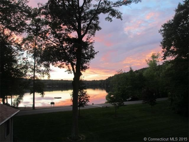 Stunning home on lake w/ beach near UCONN/Pomfret - Ashford - Dom