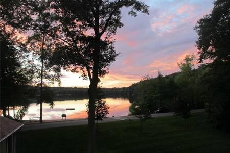Stunning home on lake w/ beach near UCONN/Pomfret - Ashford - House