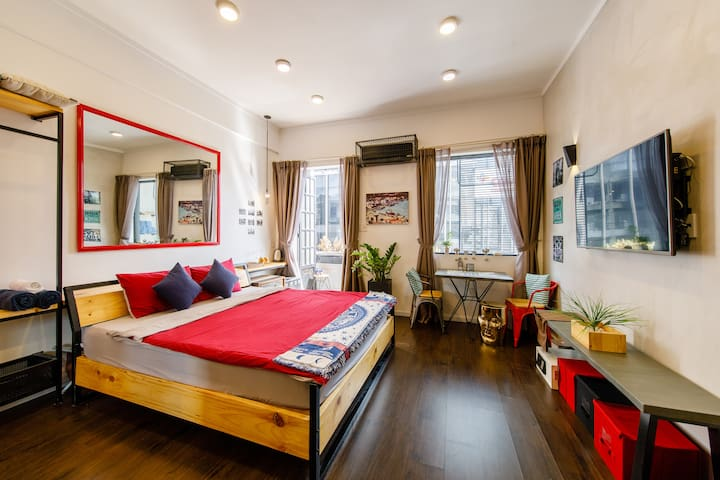 Charming HISTORICAL LOFT in the heart of the city