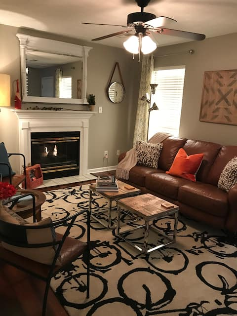 Hey, I'm Judy! Knoxville, TN - 2 to 6 guests!