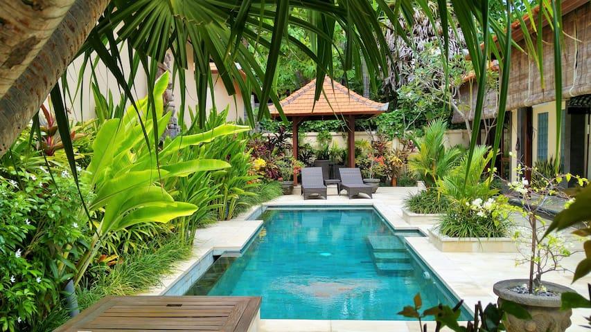 Luxury 2 Bedroom Villa Private Pool - Tedjakula