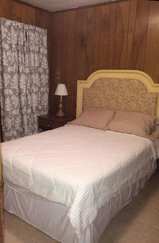 Share a room with us - Pascagoula - Lejlighed