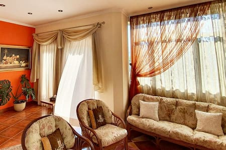 FREE PARKING Sunshine Apartment Tirana